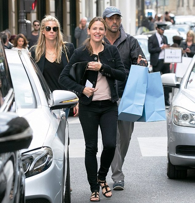 City of glee: Jennifer Garner was a happy American in Paris as she enjoyed a retail splurge at high-end store Lanvin on Saturday. (Photo Credit Daily Mail & GC Images)